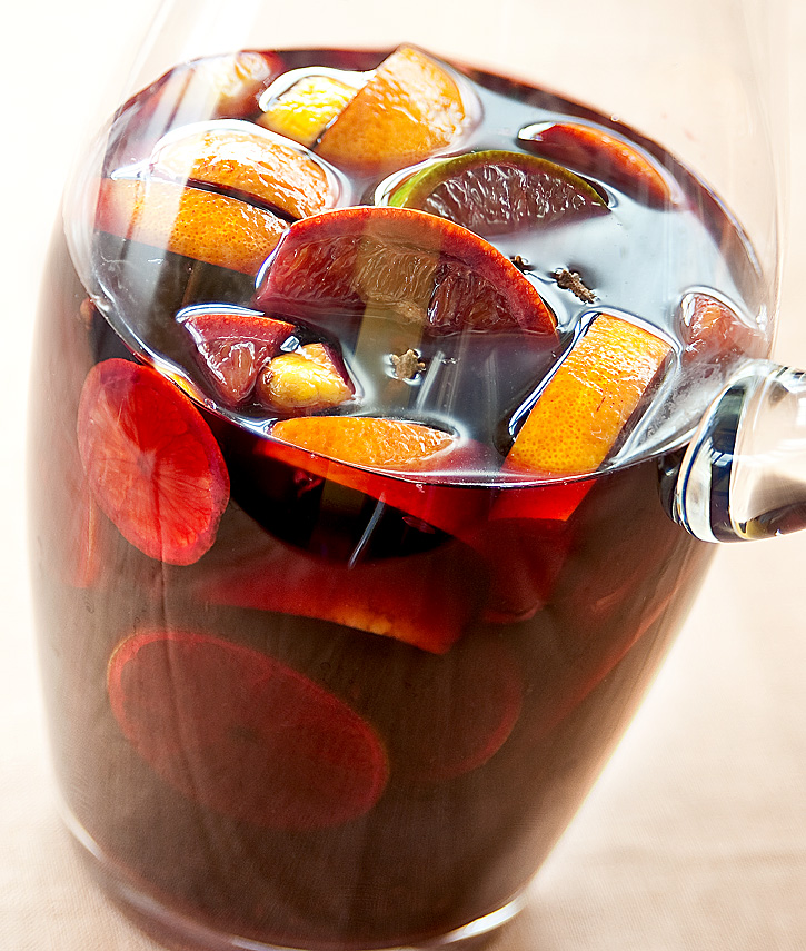 Fruity, spicy, and dangerously smooth: Red Wine Sangria! (1/2)